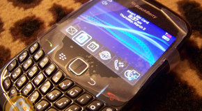 BREAKING: First Live Shots of the BlackBerry 8520