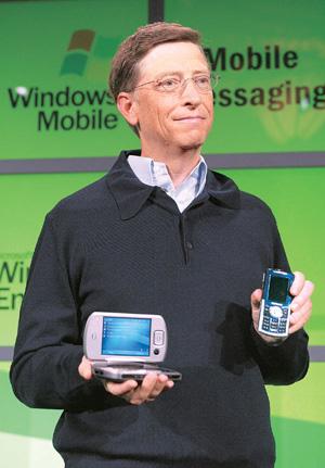 gates-showing-microsoft-mobile-buyvertureplicacom