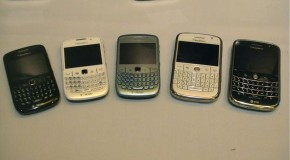 BlackBerry 8520 and BlackBerry Bold get caught in white at CTIA